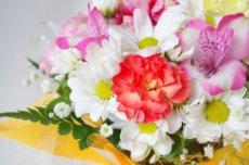 火葬場の礼拝堂に飾る花束
