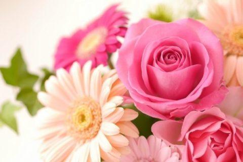 ガーベラとバラのアレンジフラワー。