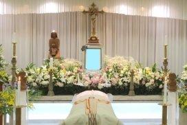 カトリック式の生花祭壇