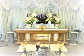 大広間タイプの式場の祭壇