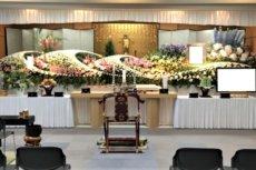 浄土真宗の大きな生花祭壇