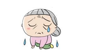 泣いている親戚の老女