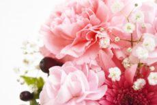 故人に手向けるお別れの花々