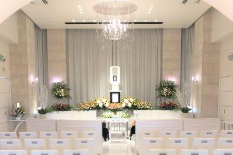 白を基調とした家族葬ホール