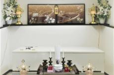 福祉葬の簡易祭壇と棺