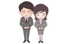 お辞儀をしている葬祭ディレクターの男と女