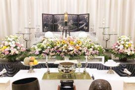 仏教式生花祭壇と遺影写真