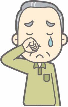 泣いている老人。
